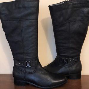 Women's 9W black zip up boots